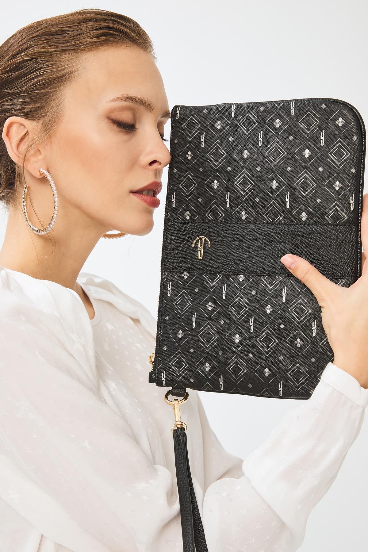 Deri Company Kadın Basic Clutch Çanta Monogram Desenli Şeritli Logolu Siyah Gri 214002 2