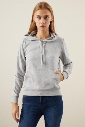 TENA MODA Kadın Gri Kapşonlu Kanguru Cepli Bacis Sweatshirt
