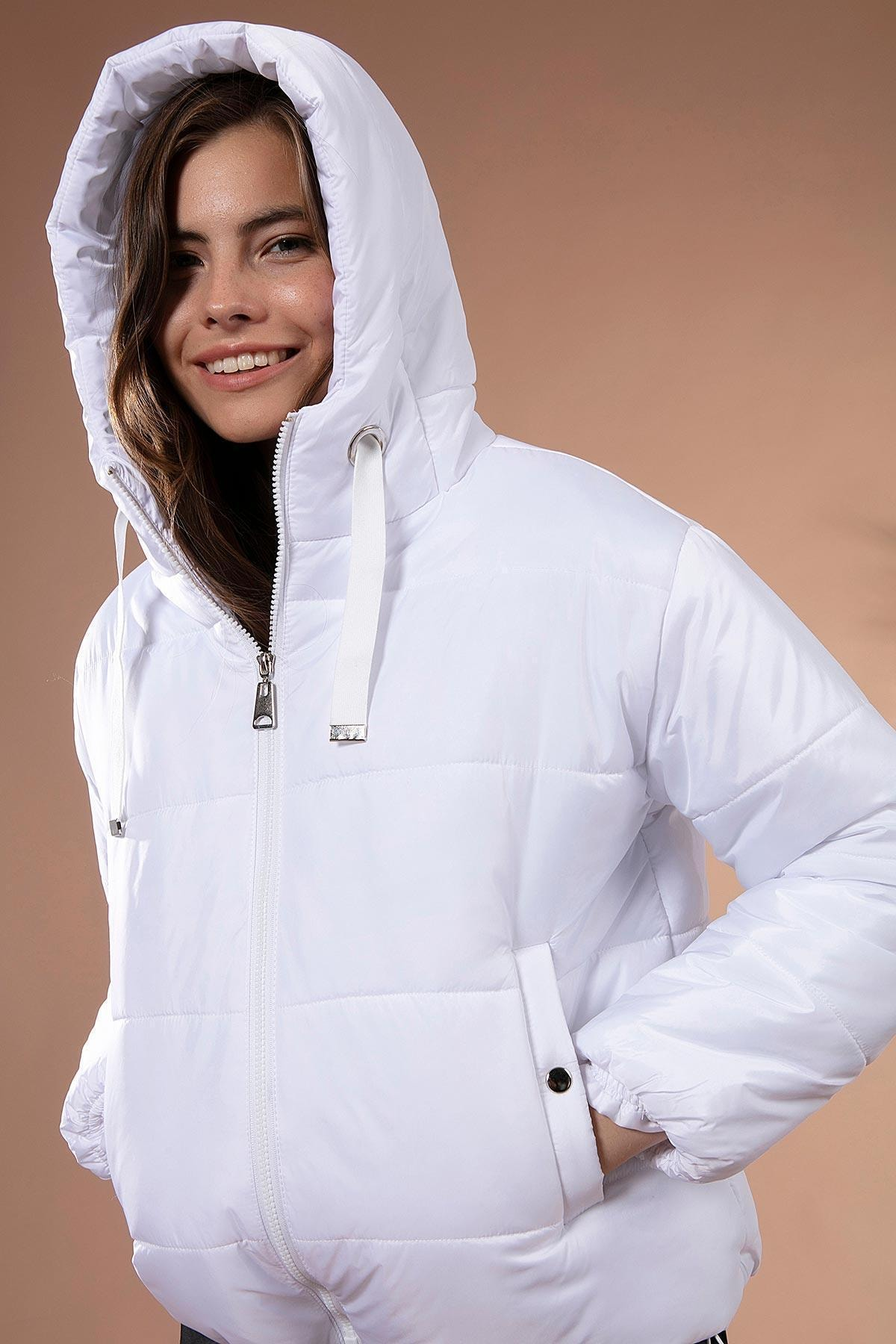 Y-London Kadın Beyaz Kapşonlu Fermuarlı Şişme Mont Y20W110-7115 1