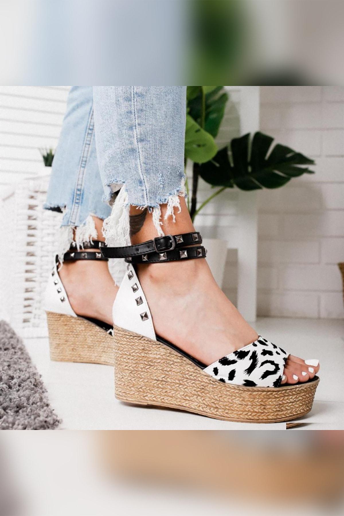 Limoya Kadın Beyaz Zebra Desenli Zımba Detaylı Dolgu Topuklu Ayakkabı 1