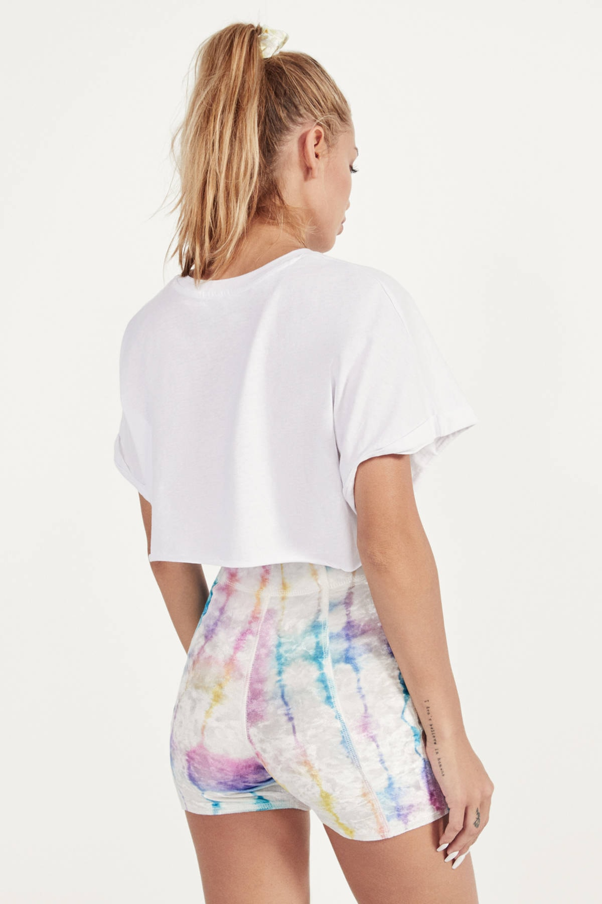 Bershka Kadın Kirli Beyaz Super Crop Fit T-Shirt 02259443 2