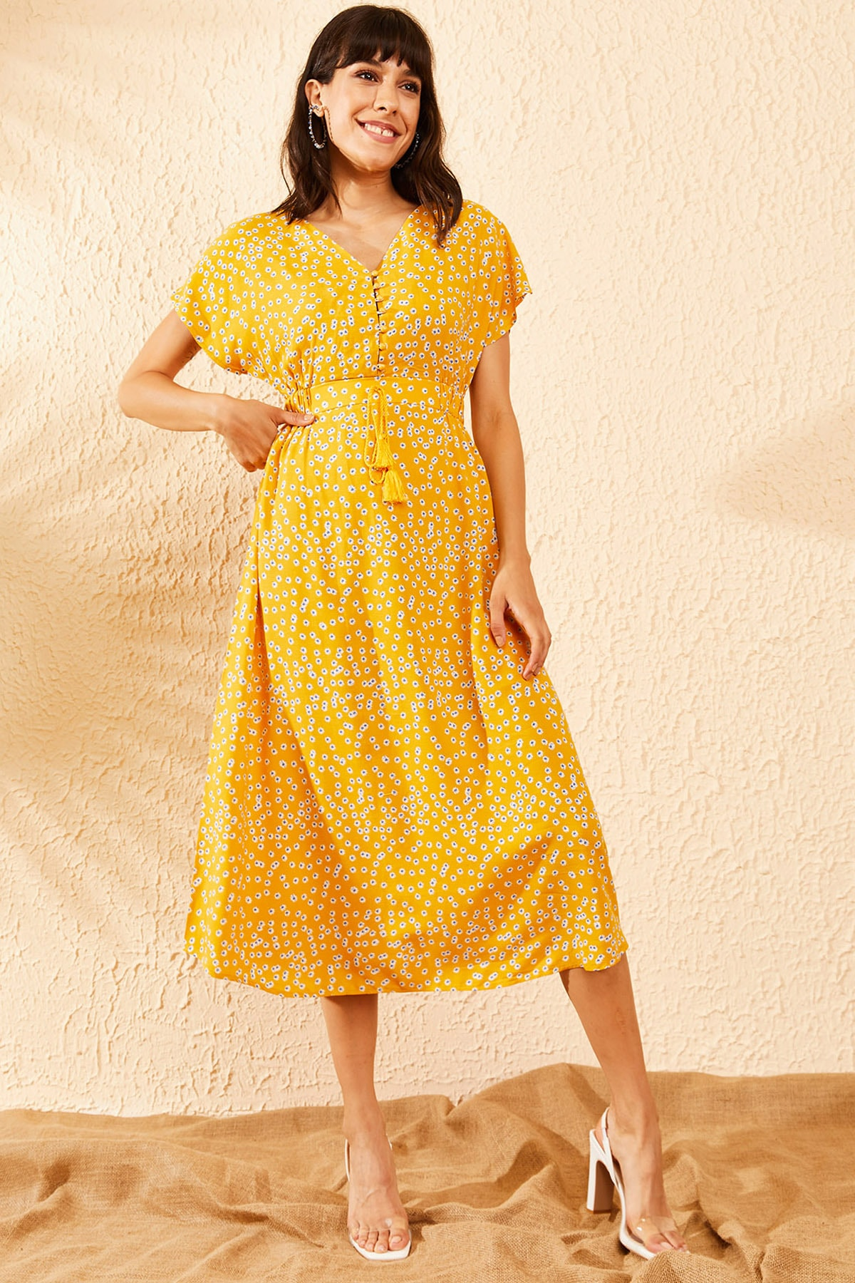 Bianco Lucci Kadın Sarı İp Askılı Beli Lastikli İp ve Düğme Detaylı Papatya Desenli Elbise 10091006