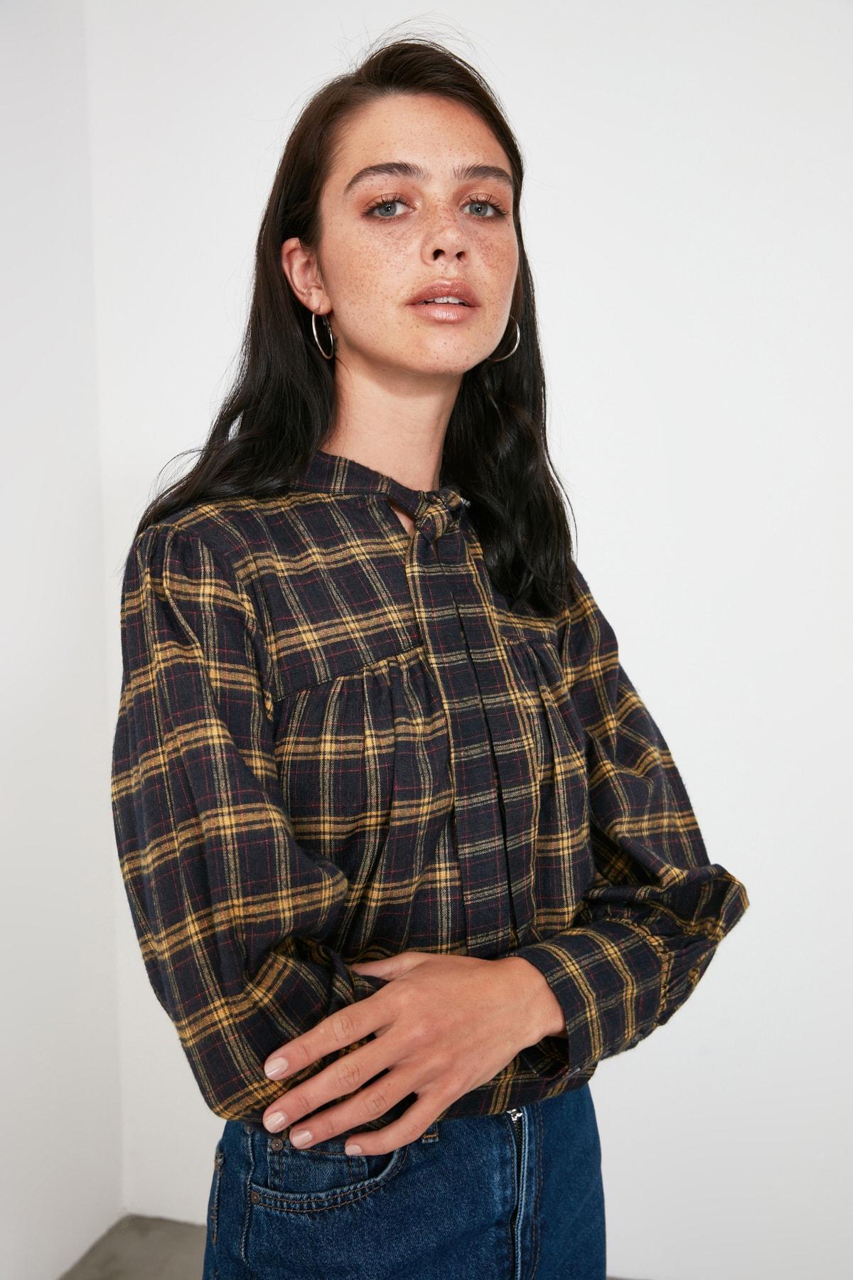 TRENDYOLMİLLA Çok Renkli Bağlama Detaylı Bluz TWOAW20BZ0672 2
