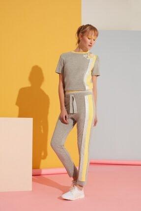 GIZIA SPORT Sarı Şerit Detaylı Gri Spor Pantolon