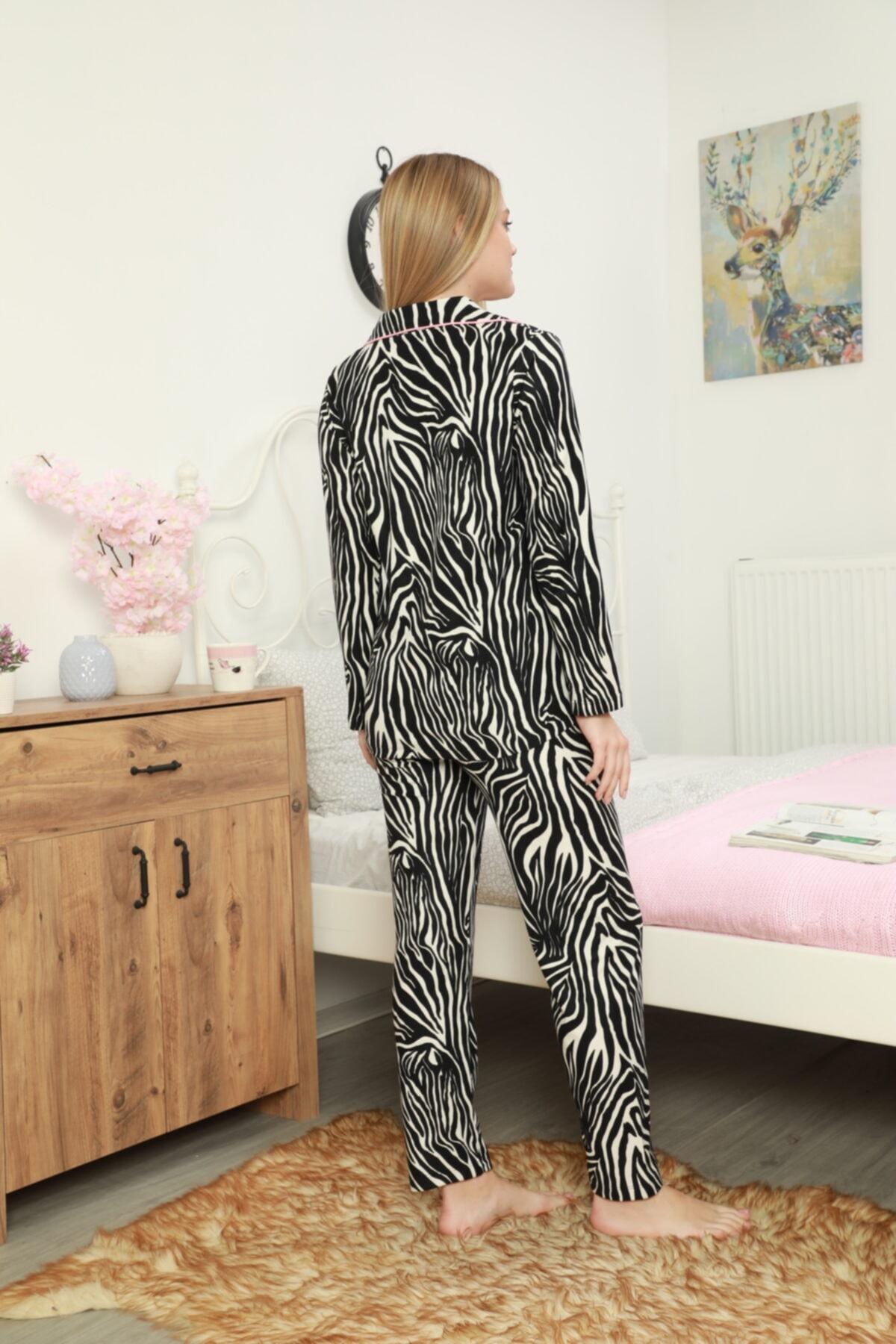 The LUXE Kadın Uzun Kollun Zebra Desen Süet Kadife Önden Düğmeli Pijama Takımı 2