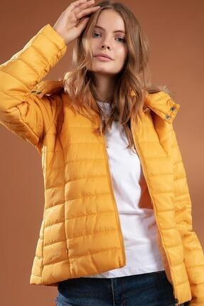 Y-London Kadın Sarı Suni Kürk Kapüşonlu Şişme Mont 5083