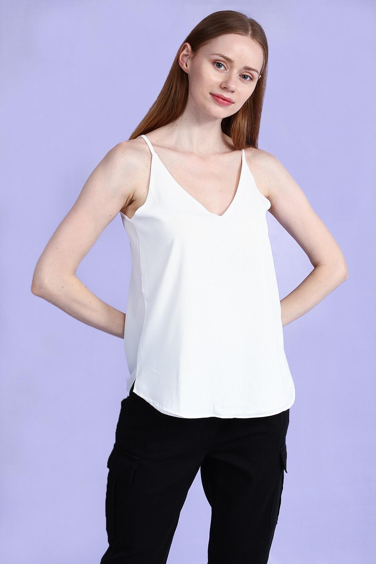 Collezione Ecru V Kesim Yakalı Askılı Basic Kadın Bluz 1