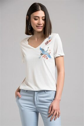 Cotton Mood 7130562 Leylek Nakışlı V Yaka Boyfriend Kısa Kol Bluz Ekru