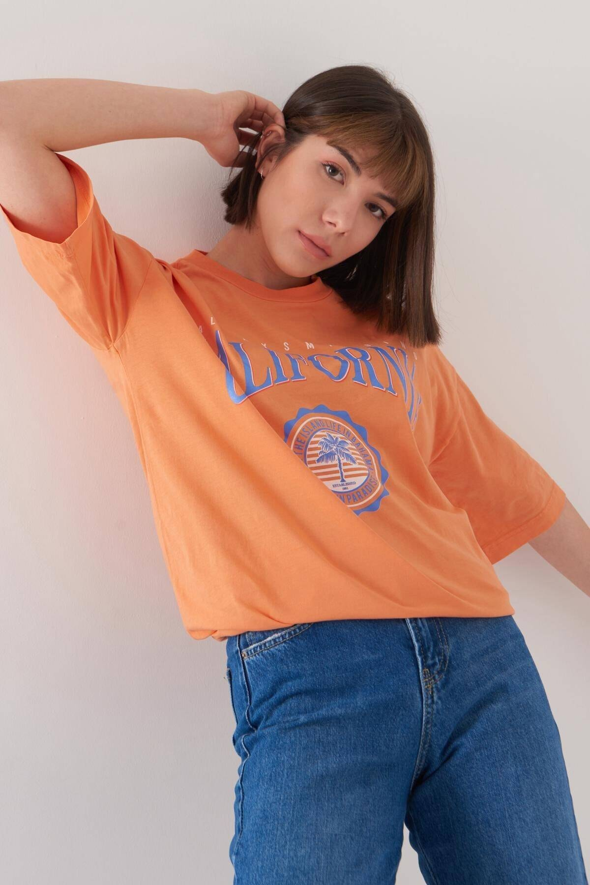Addax Kadın Turuncu Baskılı Geniş Kesim Tişört P1016 - S5 ADX-0000022688 2
