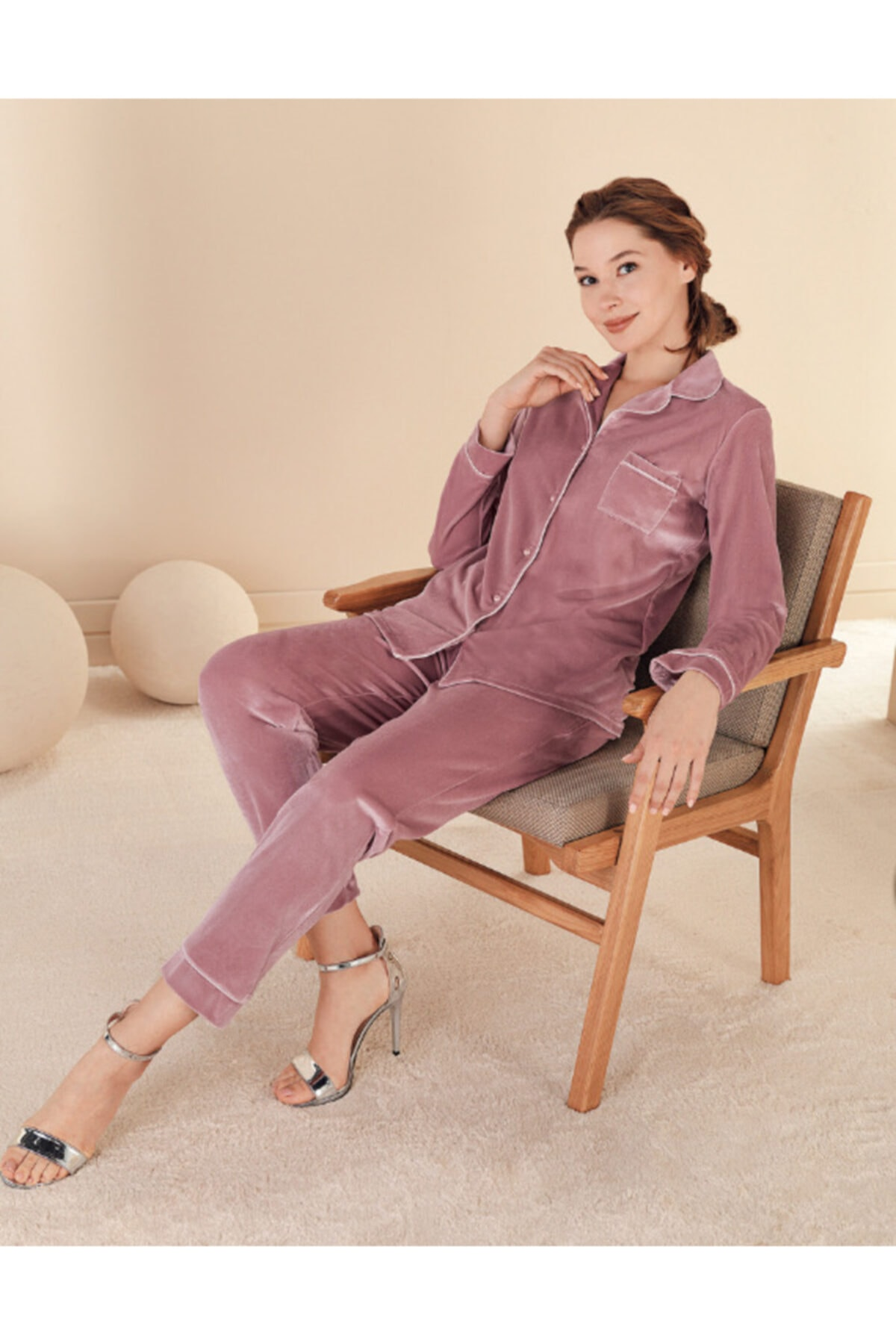 Fc Fantasy Pudra Kadife Önden Düğmeli Pijama Takımı 1