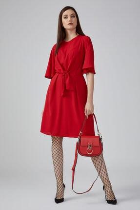 Gusto Önü Dökümlü Kolları Dökümlü Elbise - Kırmızı