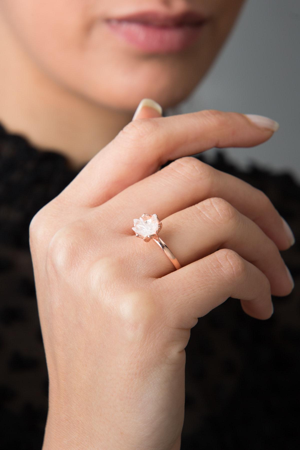 Elika Silver 14k Rose Altın Kaplama Beyaz Zirkon Taşlı Lotus Çiçeği Kadın Yüzük 1