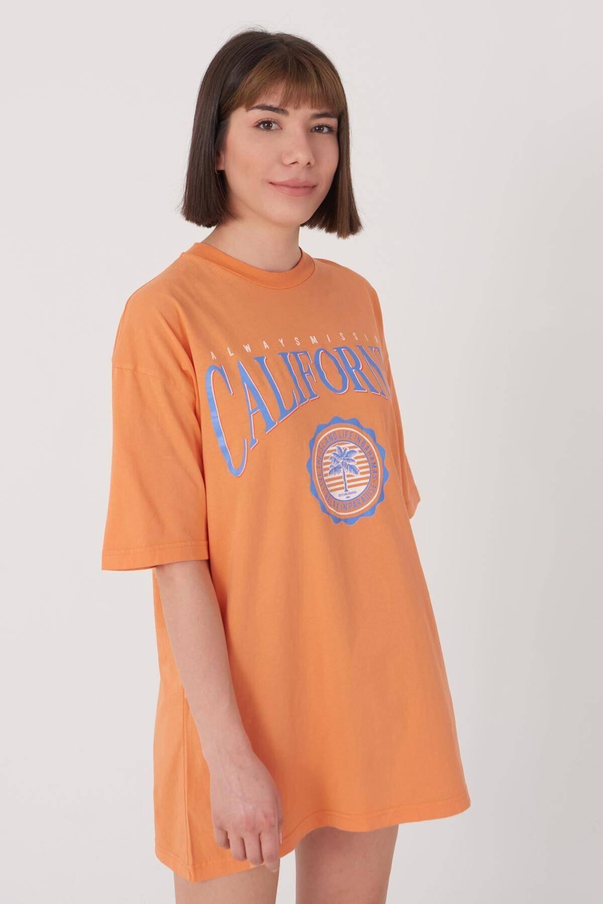 Addax Kadın Turuncu Baskılı Geniş Kesim Tişört P1016 - S5 ADX-0000022688 1