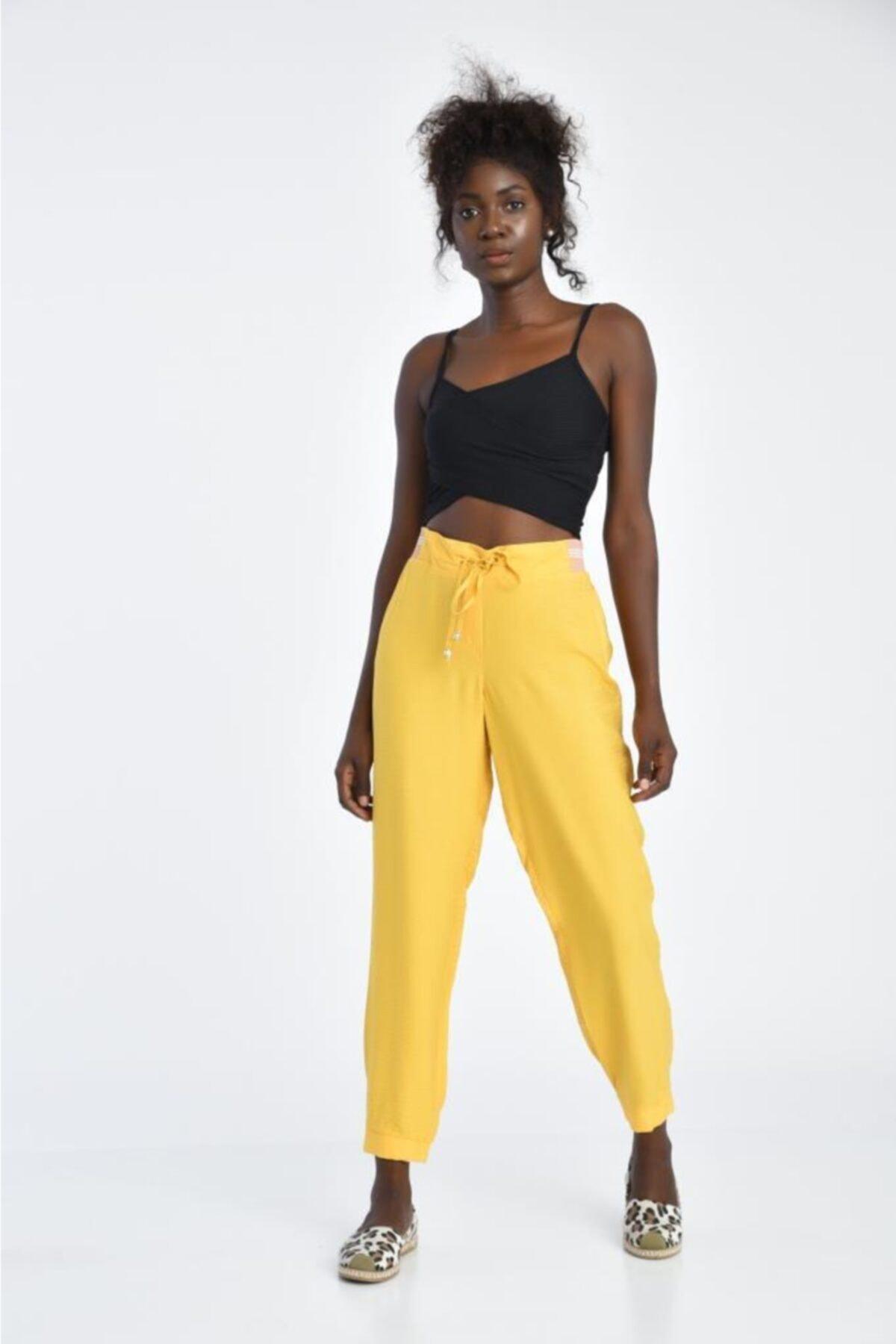 Modkofoni Bağcıklı Belden Ve Bilekten Lastikli Sarı Pantolon 1