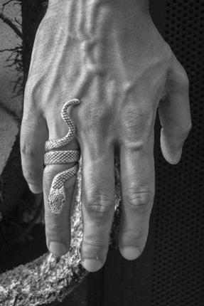 CAPO by Aytaç Yamaç Yılan Figürlü Ayarlanabilir Gümüş Kaplama Erkek Yüzük