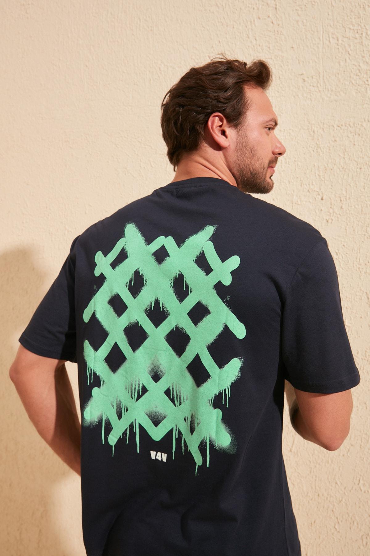 TRENDYOL MAN Lacivert Erkek Sırt Baskılı Geniş Kesim T-Shirt TMNSS20TS1036 2