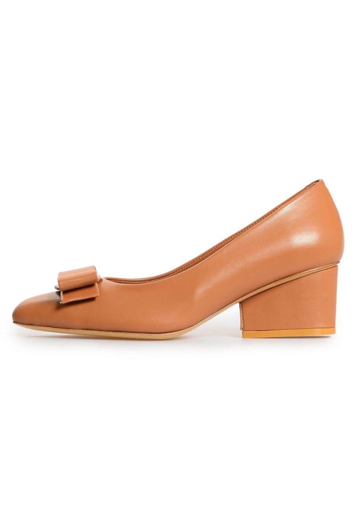 Flower Taba Deri Fiyonk Detaylı Topuklu Ayakkabı 1