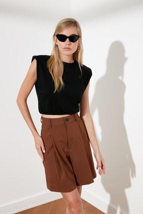 TRENDYOLMİLLA Siyah Vatkalı Crop Örme T-Shirt TWOSS21TS0379