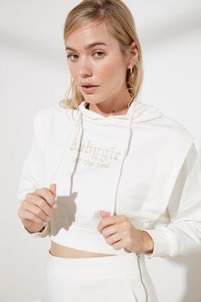 TRENDYOLMİLLA Ekru Baskılı Kapuşonlu Örme Sweatshirt Sweatshirt TWOSS21SW0138