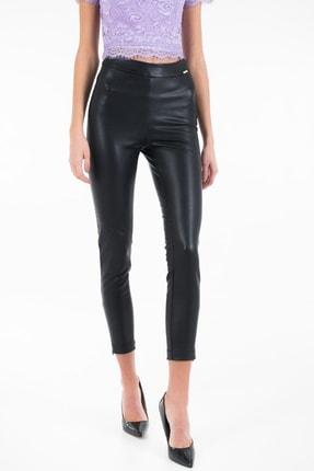 Guess Dalia Deri Görünümlü Kadın Siyah Pantolon