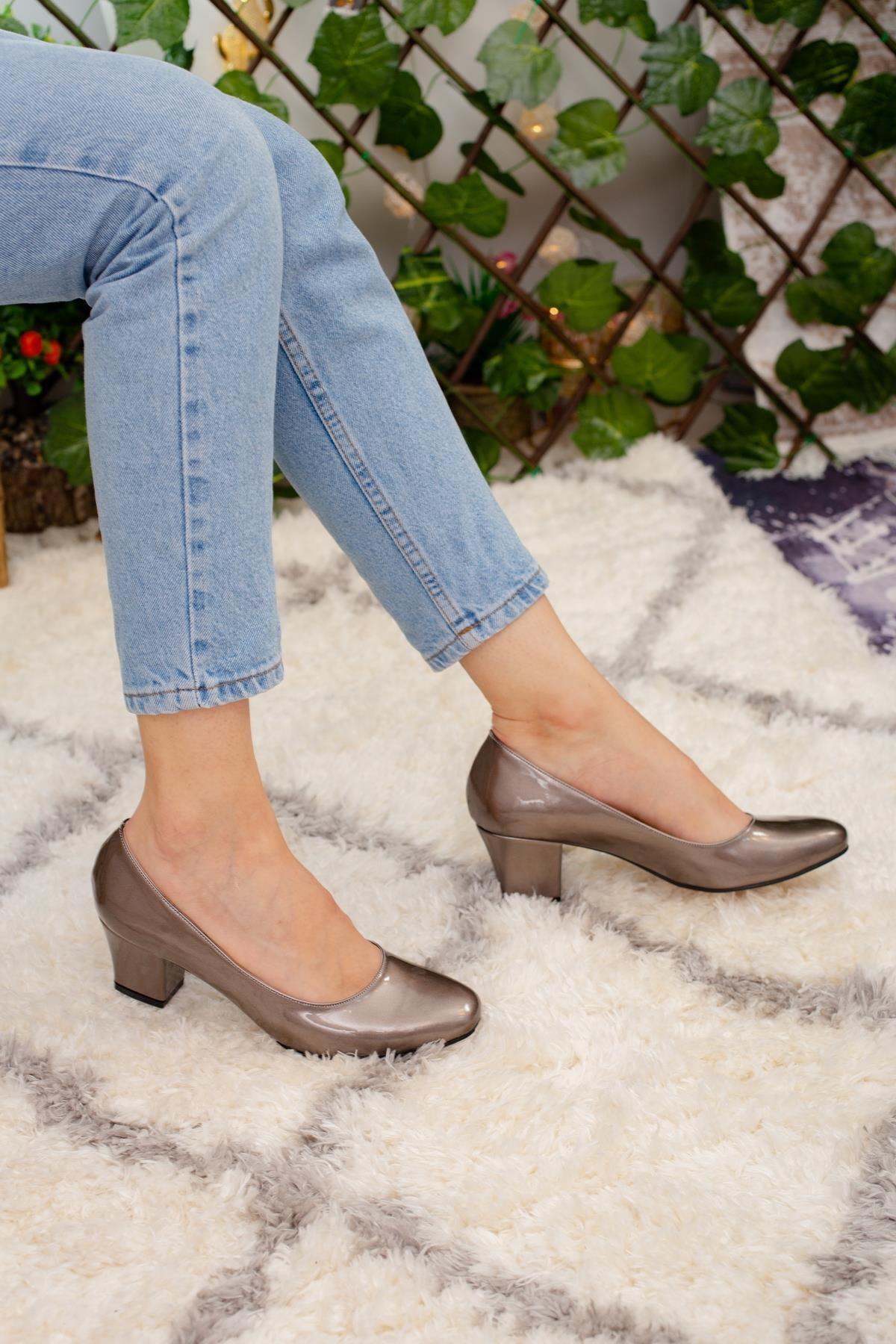 Limoya Charlee Platin Parlak Kısa Topuklu Ayakkabı 1