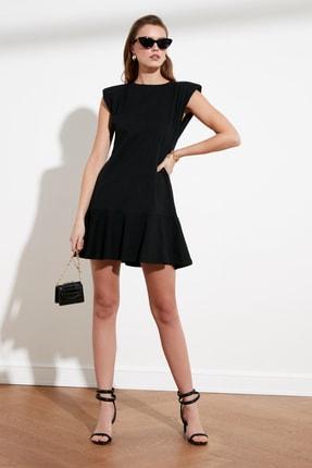 TRENDYOLMİLLA Siyah Vatkalı Volanlı Örme Elbise TWOSS21EL0182
