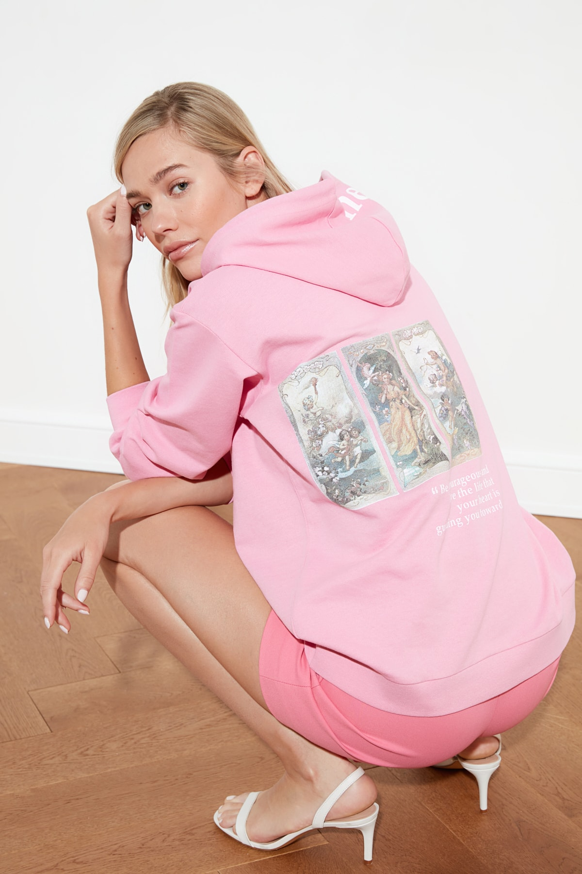 TRENDYOLMİLLA Pembe Oversize Baskılı Örme Sweatshirt TWOSS21SW0017 2