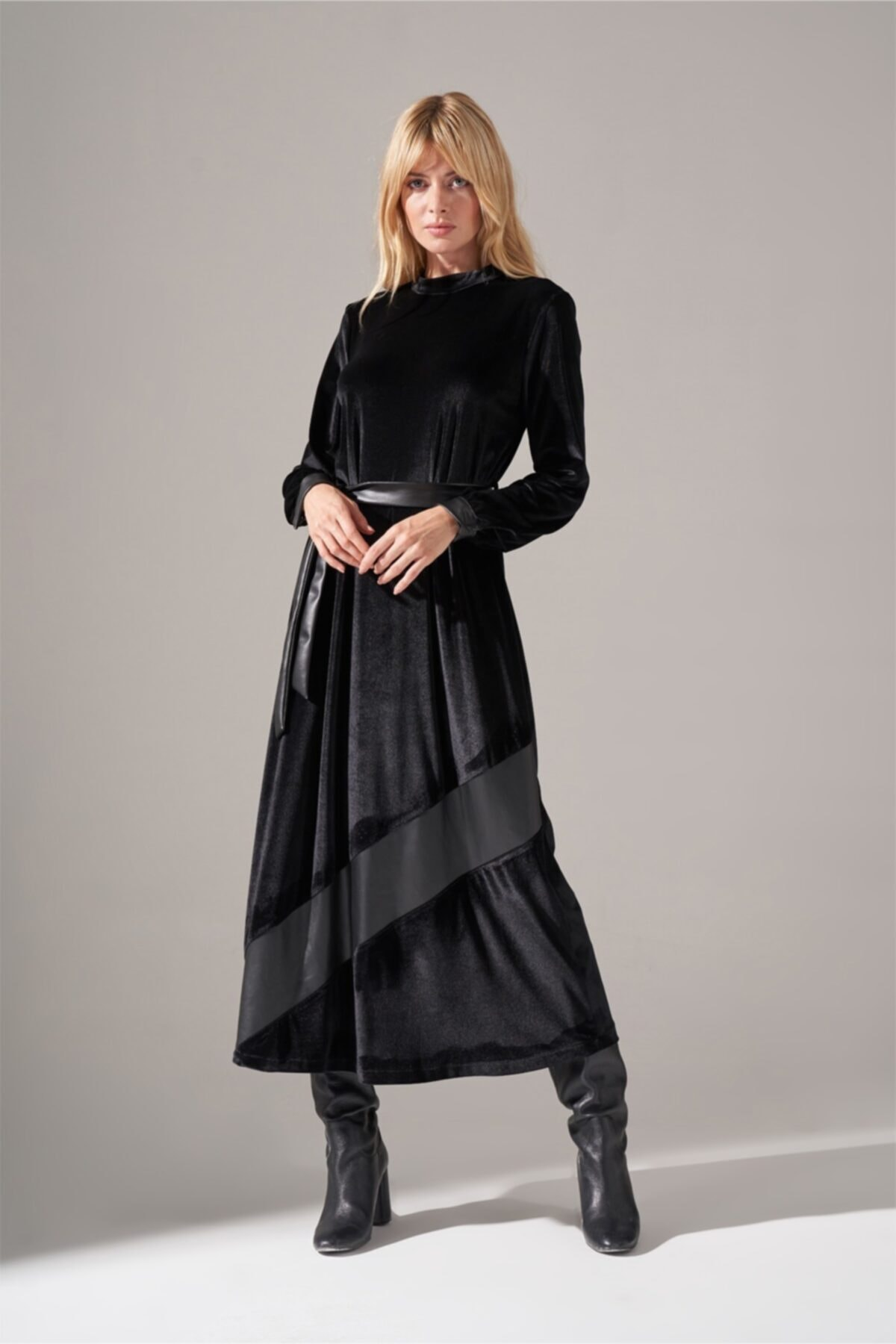 Mizalle Deri Detaylı Kadife Elbise (Siyah) 1