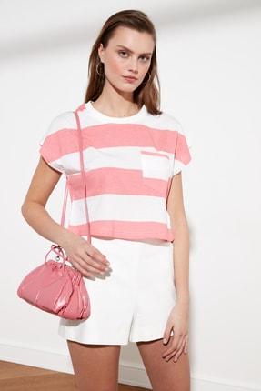 TRENDYOLMİLLA Pembe Cepli Crop Örme T-Shirt TWOSS21TS0856