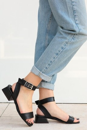 Mio Gusto Carol Kadın Siyah Kısa Topuklu Sandalet
