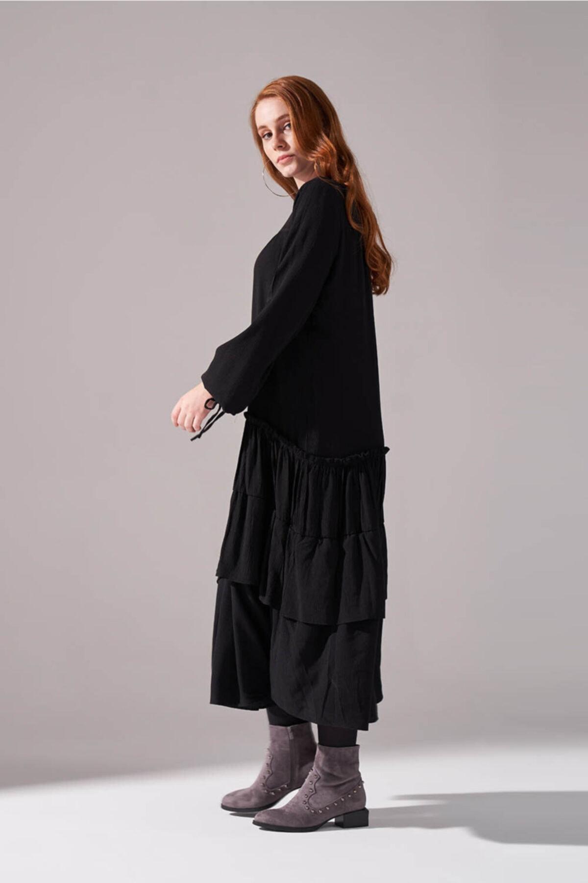 Mizalle Kolları Büzgülü Kat Detaylı Elbise (Siyah) 2