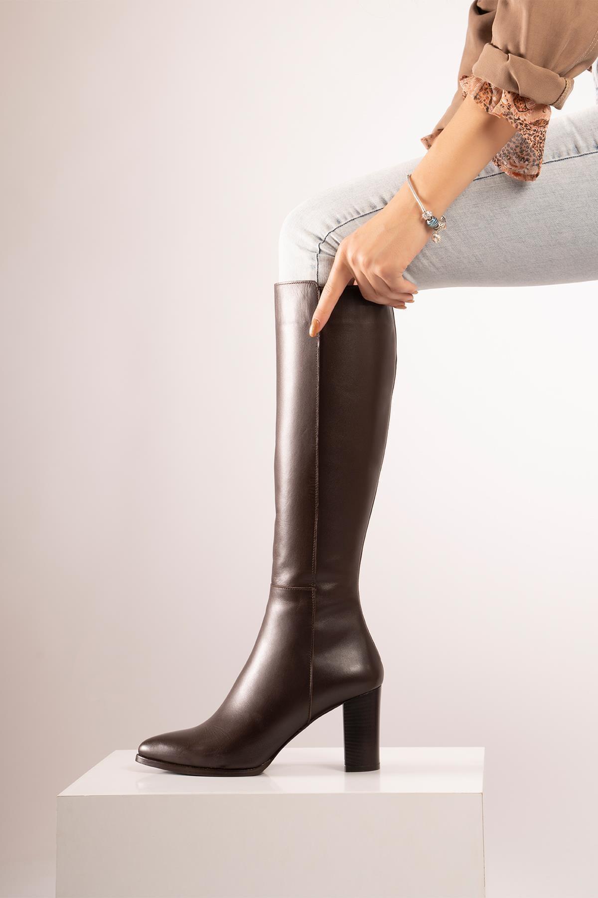 CZ London Kadın Kahverengi Hakiki Deri  Sivri Burun Fermuarlı Uzun Boy Topuklu Çizme 1