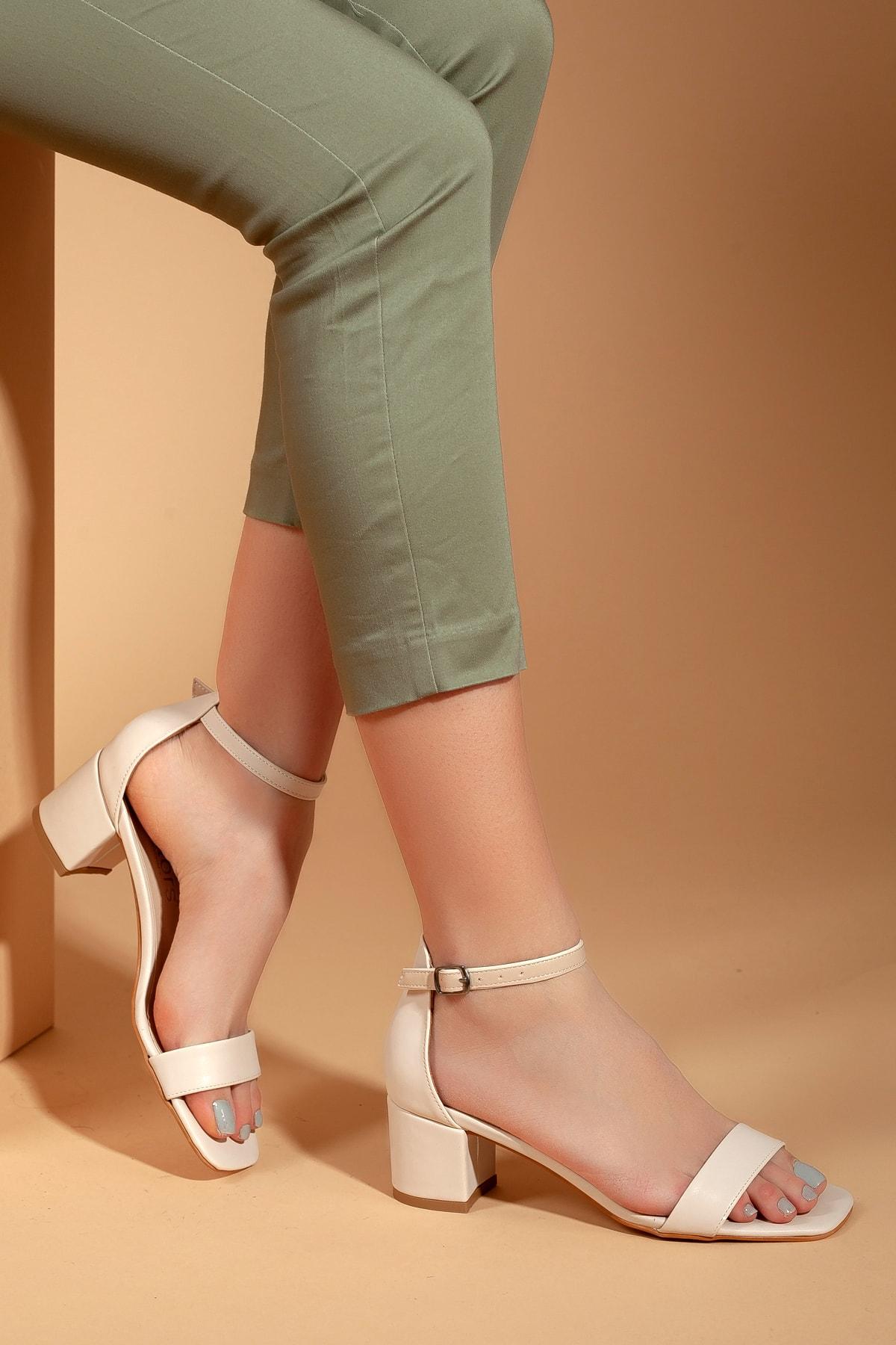 Daxtors Kadın Bej Klasik Topuklu 2