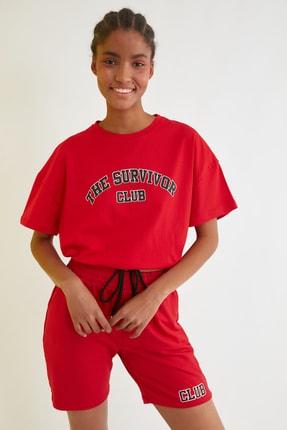 TRENDYOLMİLLA Kırmızı Büzgülü Baskılı Crop Örme T-Shirt TWOSS21TS1728