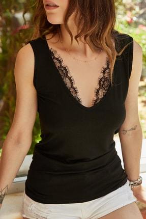 XHAN Kadın Siyah Dantel Detaylı V Yaka Bluz 0YXK2-43370-02