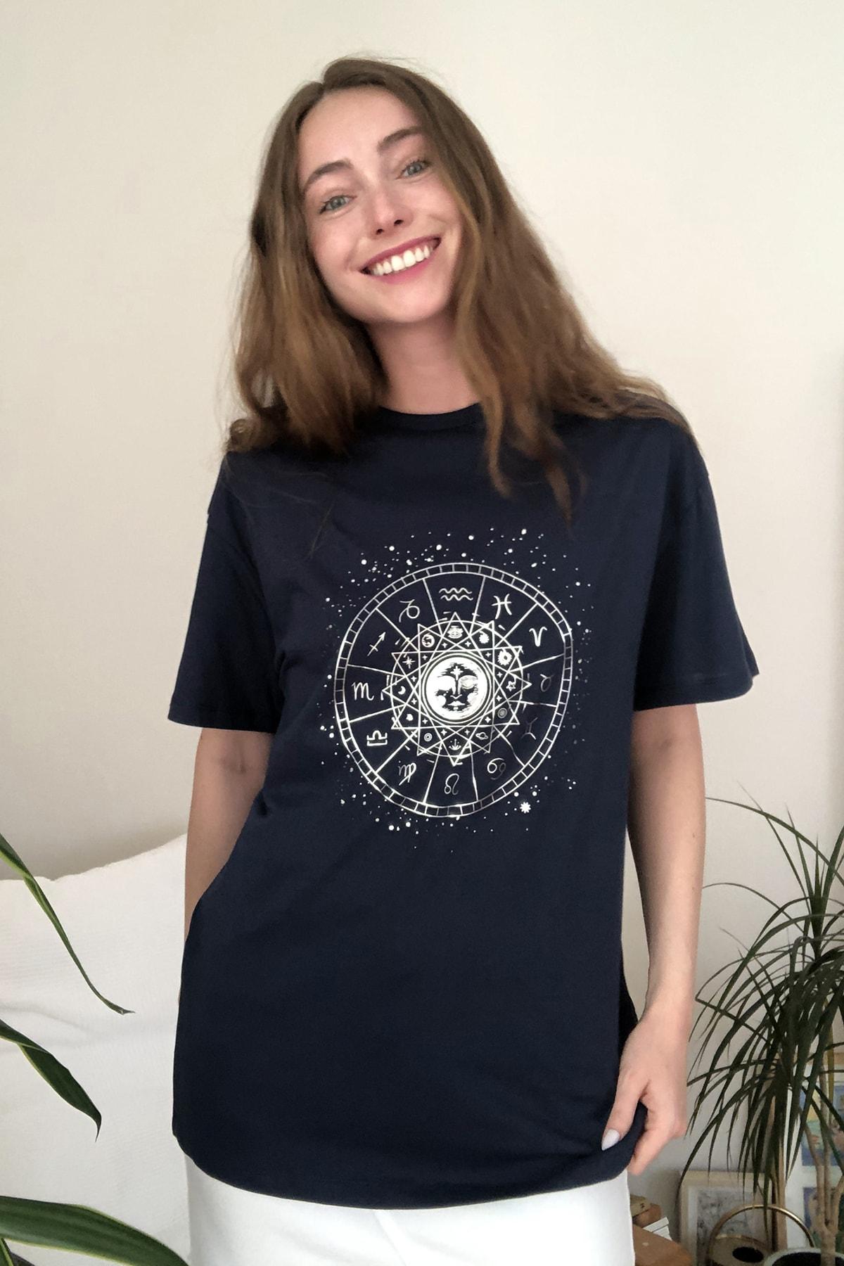TRENDYOLMİLLA Lacivert Baskılı Boyfriend Örme T-Shirt TWOSS20TS0249 1