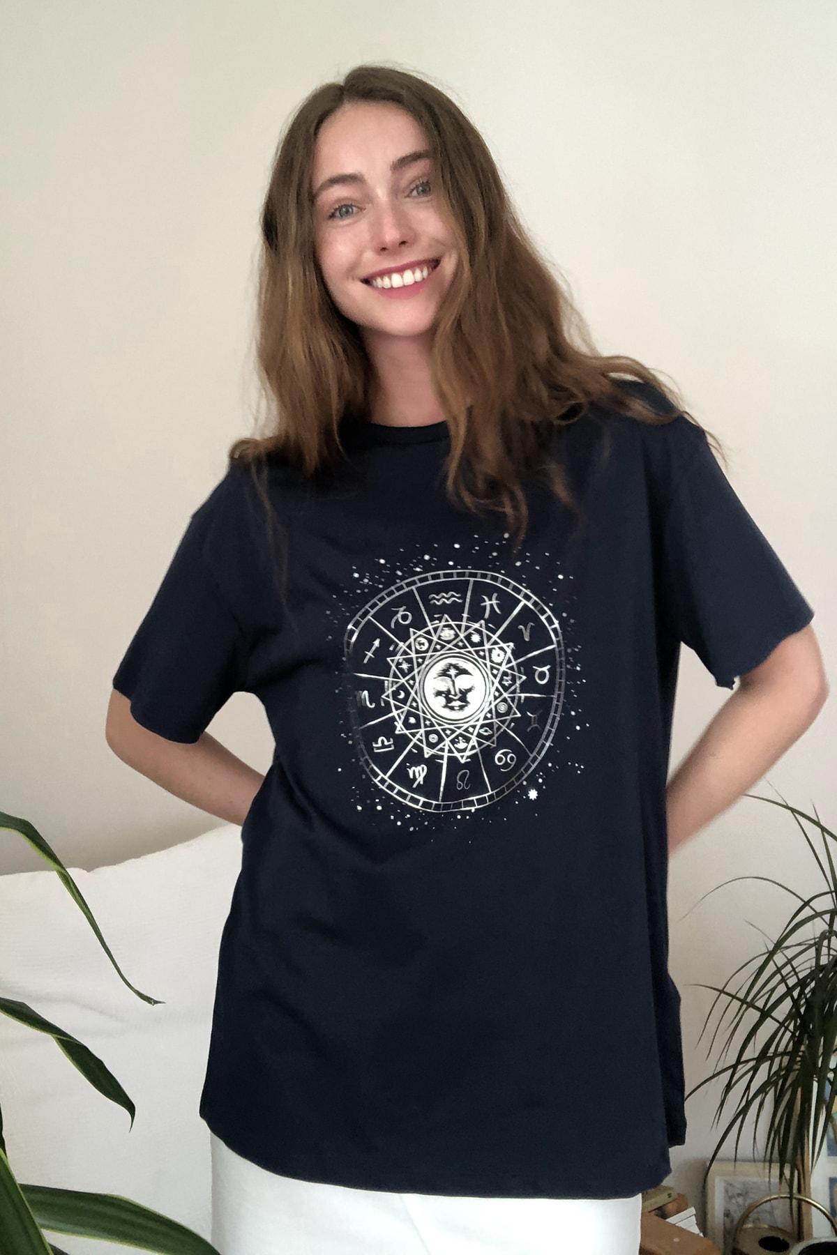 TRENDYOLMİLLA Lacivert Baskılı Boyfriend Örme T-Shirt TWOSS20TS0249 2