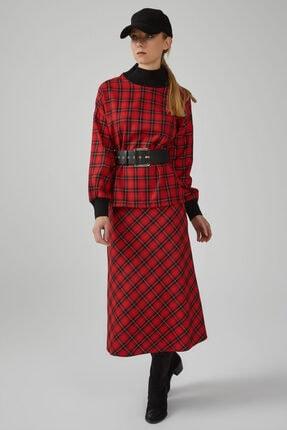 Gusto Kadın Kırmızı Yakası ve Kol Ağzı Ribanalı Simli Ekose Bluz
