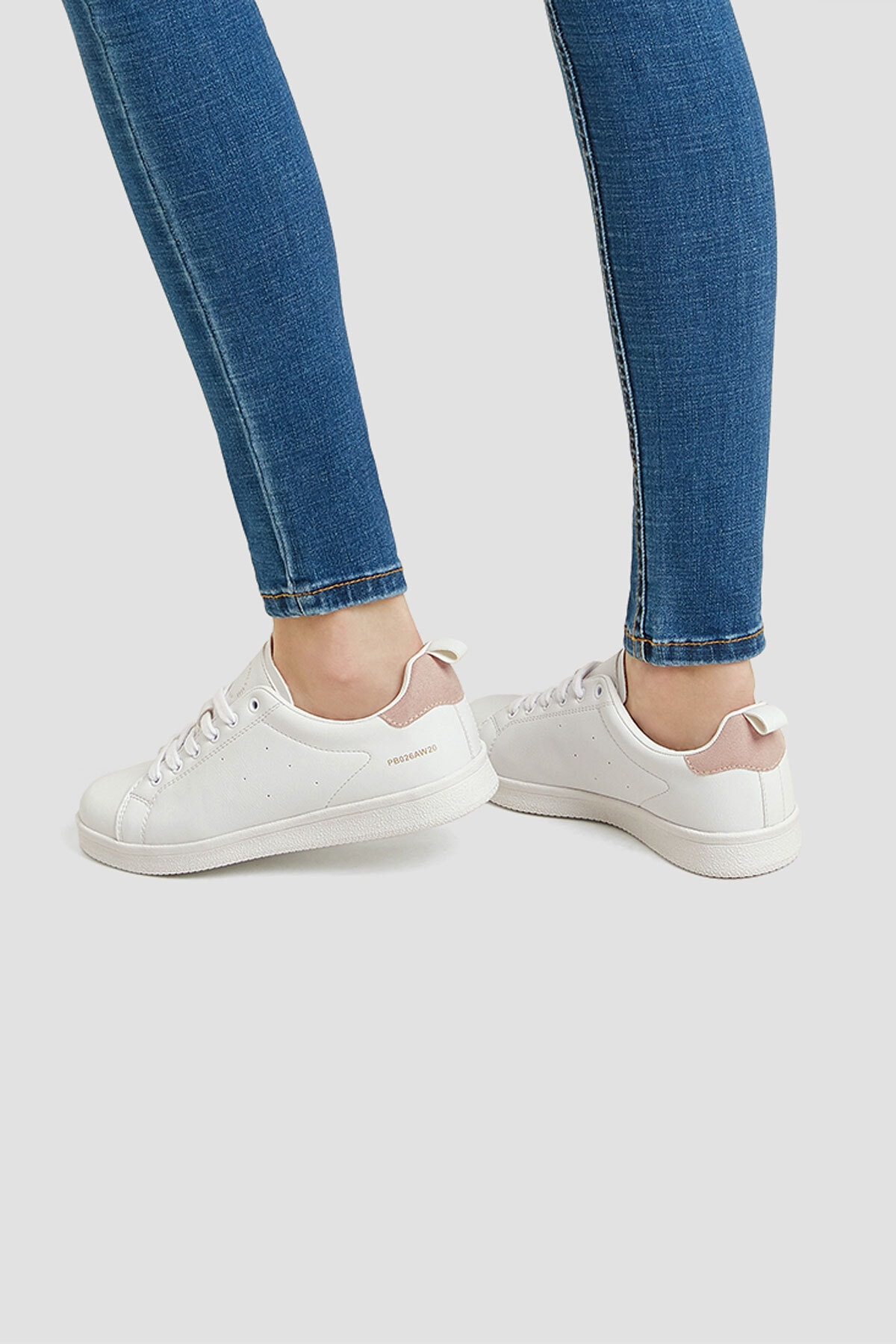 Pull & Bear Kadın Beyaz Çekme Kayış Detaylı Basic Spor Ayakkabı 11201640 2