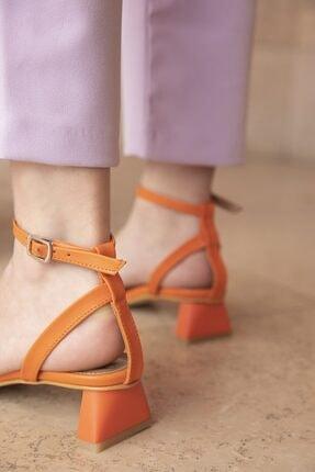 STRASWANS Kadın Turuncu Topuklu Küt Burun Sandalet Heidi