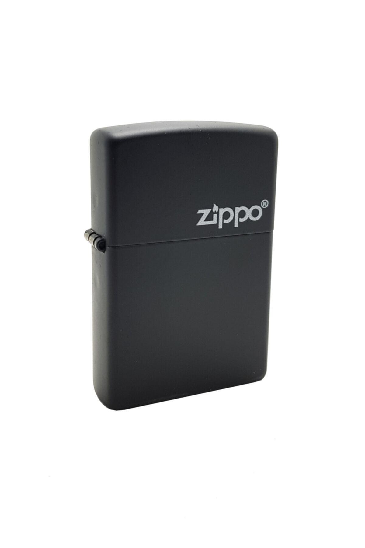 Zippo Çakmak Mat Siyah Üzeri Beyaz Logo 218-067533 1