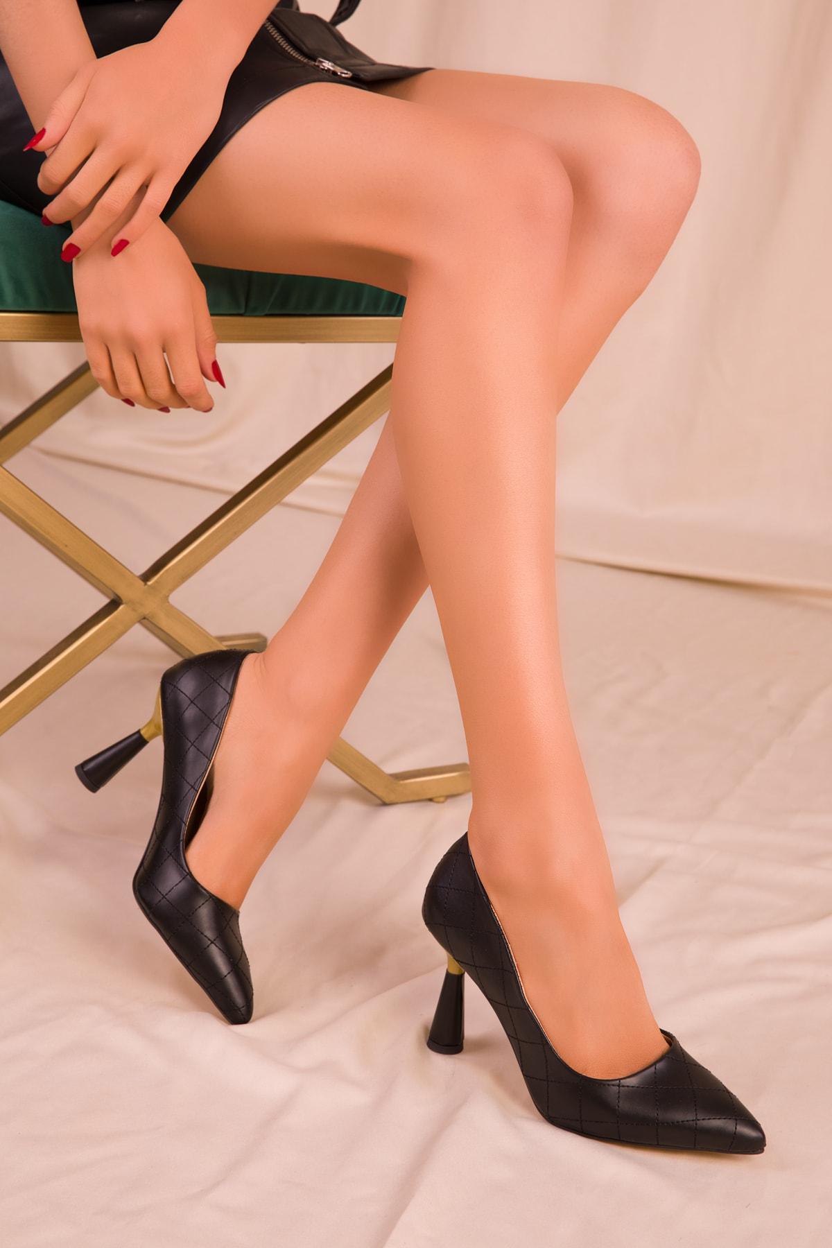 SOHO Siyah Kapitone Kadın Klasik Topuklu Ayakkabı 15783 1