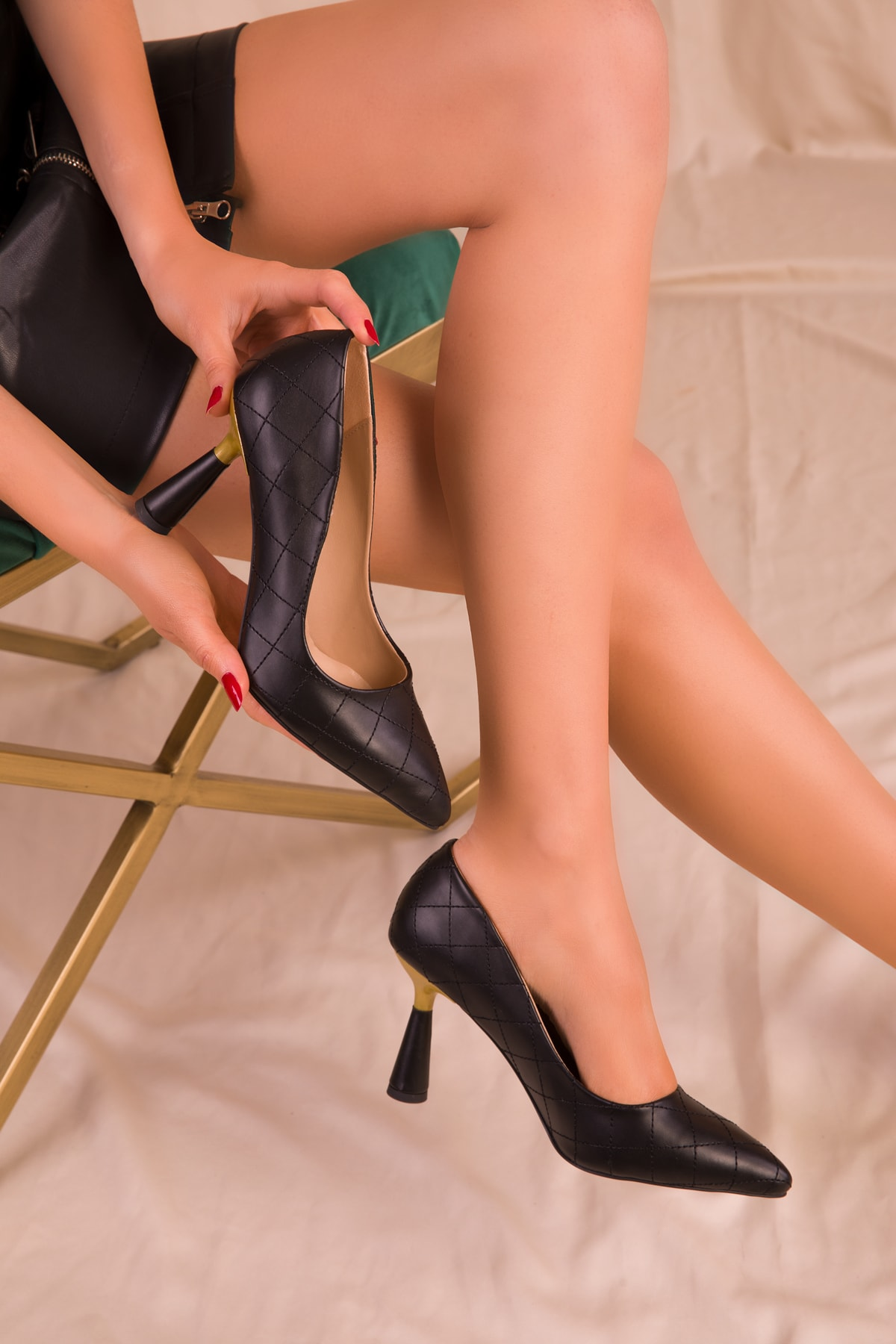 SOHO Siyah Kapitone Kadın Klasik Topuklu Ayakkabı 15783 2