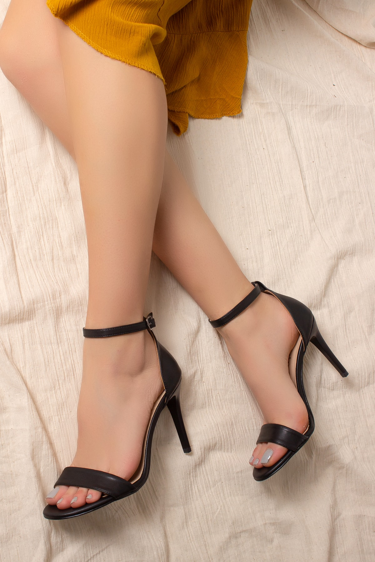 Daxtors Kadın Siyah İnce Topuklu Ayakkabı D2525 1