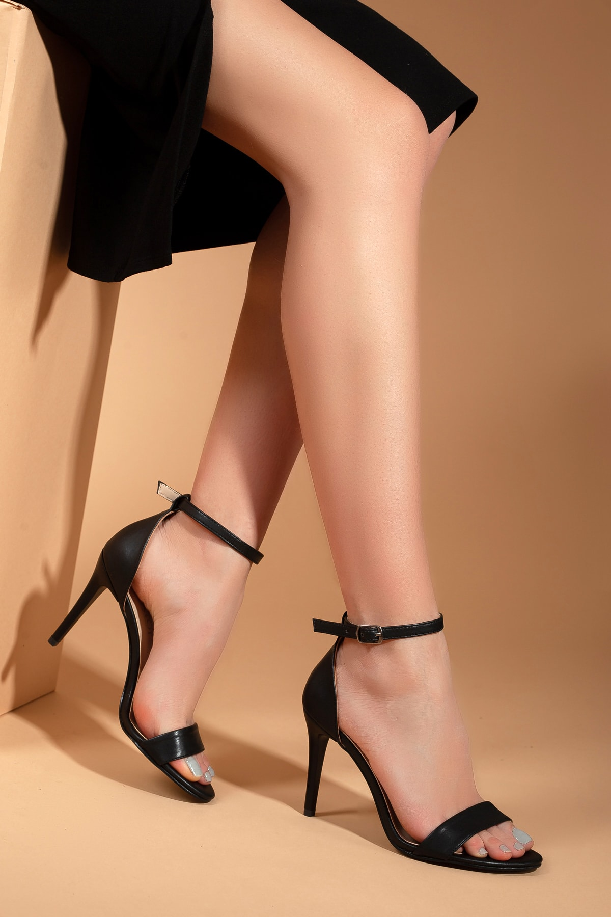 Daxtors Kadın Siyah İnce Topuklu Ayakkabı D2525 2