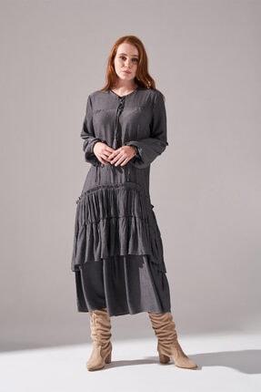 Mizalle Kolları Büzgülü Kat Detaylı Elbise (Gri)