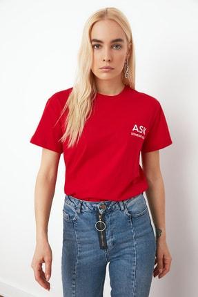 TRENDYOLMİLLA Kırmızı Baskılı Semifitted Örme T-Shirt TWOSS20TS0791