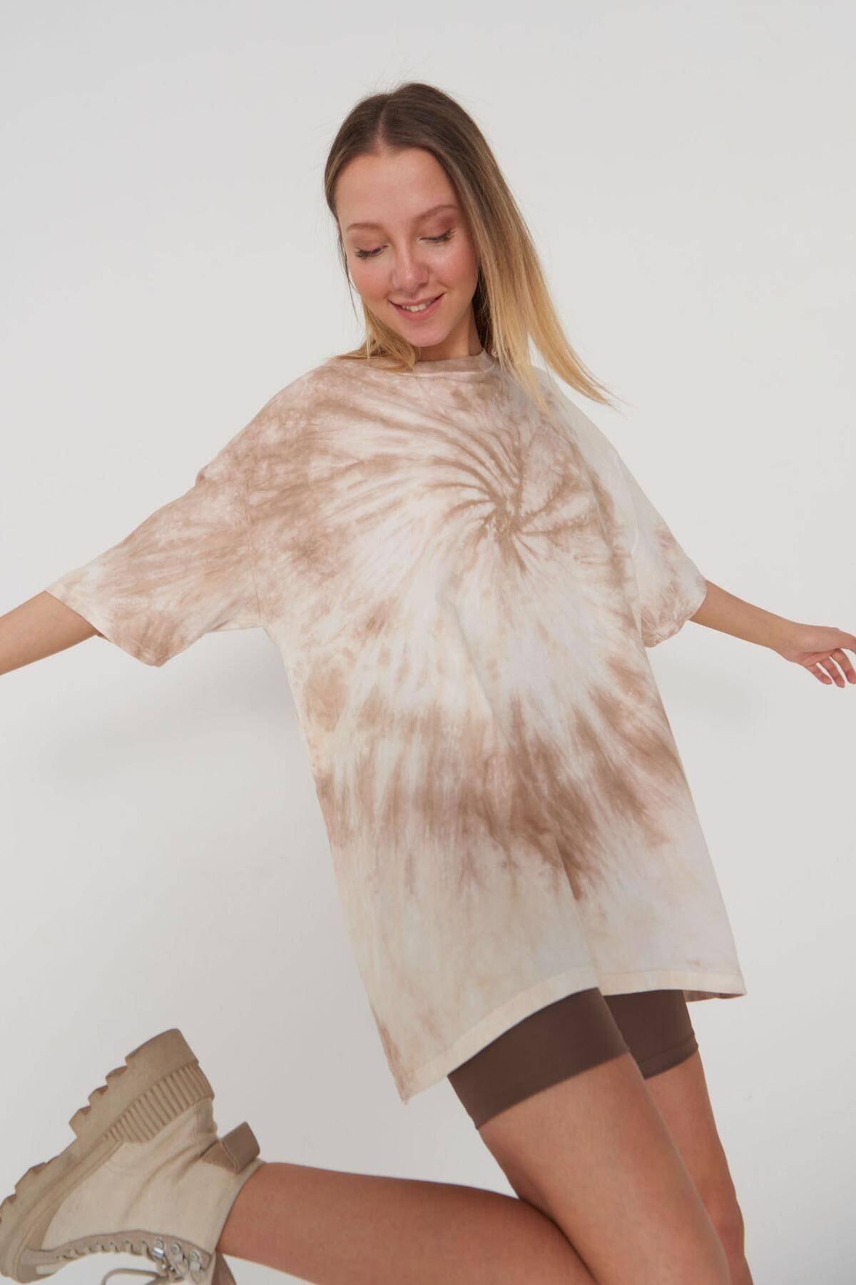 Addax Kadın Batik Kahve Oversize T-shirt P9566 - J11 ADX-0000024031