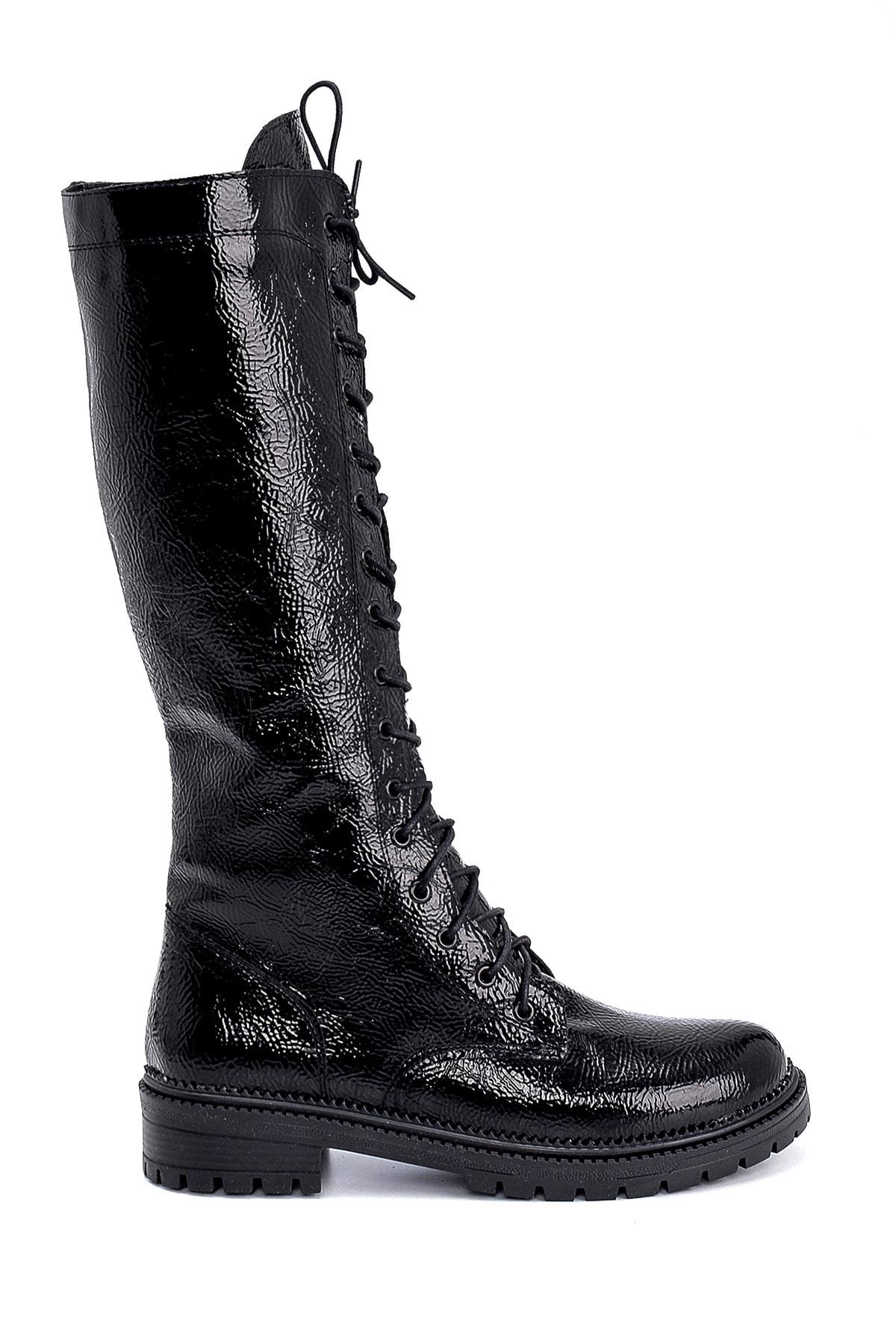 Derimod Kadın Siyah Kırışık Rugan Bağcıklı Çizme 1