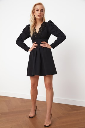 TRENDYOLMİLLA Siyah Yaka Detaylı Poplin Elbise TPRSS21EL0002